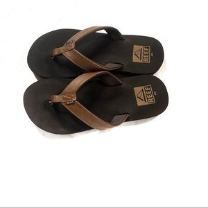 Reef leather flip flops youth size 4/5